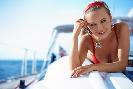 לקראת הקיץ, איך תבחרי בגד ים שהוא גם צנוע אבל גם יפה